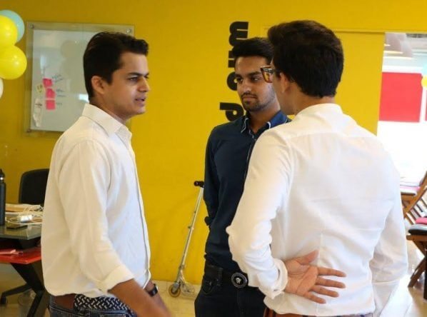 CertCars, a startup incubated at The Nest i/o, get an investment of Rs 5 million on their graduation day from homeshopping.pk.
