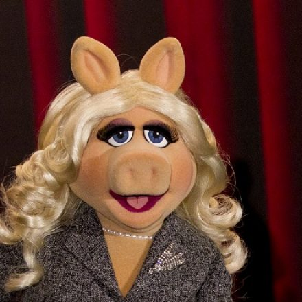 Vogue Paris EIC gives fashion wisdom to Miss Piggy