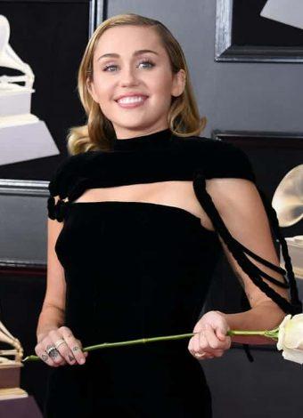 This year's Grammys red carpet witnessed lot of white roses and black velvet